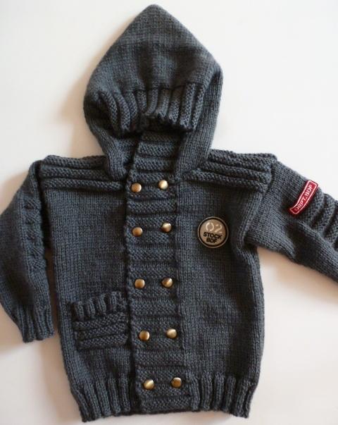 Blouson enfant tricoté main croisé devant avec poche et capuche