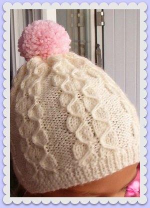 bonnet tricoté mains avec torsades