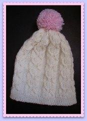 bonnet enfant tricoté mains avec torsades et pompon