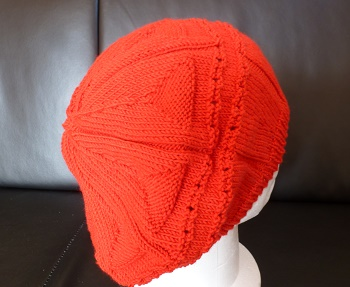 CREATION BONNET FEMME ROUGE STYLE BERET TRICOTE MAIN