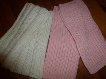 Jambières roses et écrues tricotées main pour femme