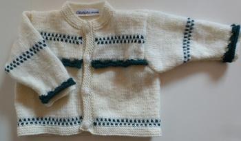 veste écrue et verte, tricotée main point fantaisie pour bébé